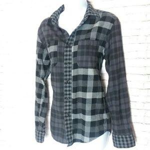 UNIQLO plaid long sleeve button down shirt